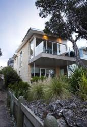 Battery Cove Beach Front Apartment, 2/10 Griffiths Street, 3284, Port Fairy
