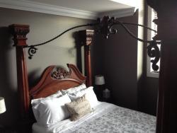 Brookside Inn, 2379 Chardonnay Lane, V4X 0A6, Abbotsford