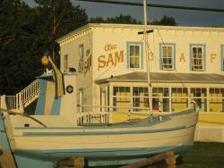 Auberge du Café chez Sam, 300 rue Leclerc, G0T 1A0, Baie-Sainte-Catherine