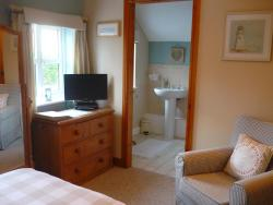 White Cottage Bed and Breakfast, 24, Post Office Road, Seisdon, Wolverhampton, West Midlands,, WV5 7HA, Seisdon
