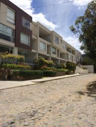Cumbaya Fancy Loft, Calle F y Calle del Establo (Sol Este, Apartamento c6), 170157, Hacienda El Cebollar