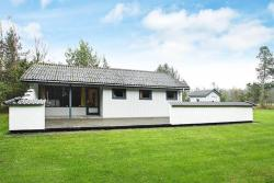 Two-Bedroom Holiday home in Asaa,  9340, Aså