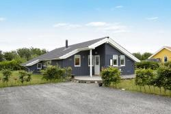 Three-Bedroom Holiday home in Assens 1,  5610, Næs
