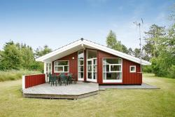 Three-Bedroom Holiday home in Hadsund 38,  9560, Odde