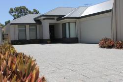 Alaura House, 61B Thornlie Avenue, 6108, Perth