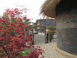Moganshan Xiaoyao Holiday Inn, No.38 Ji Miao Wu Fa tou Village,Deqin , 313212, Deqing