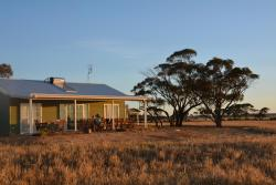 Mary's Farm Cottages, 3645 Dumbleyung Lake Grace Road, 6352, Kukerin