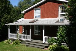 The Hive Bed and Breakfast, 3392 Concession Rd 8, L0B 1M0, Orono