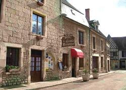 Logis Le Grand Monarque - Donzy, 10 rue de l'Etape, 58220, Donzy