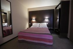 Hôtel Au Petit Caporal, 18 Avenue du Général de Gaulle, 94700, Maisons-Alfort