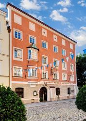 Hotel Pfaubräu, Hauptstr. 2, 83308, Trostberg an der Alz