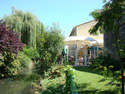 Logis Le Cheval Blanc et Le Clovis, 3 Rue De La Barre, 86190, Vouillé