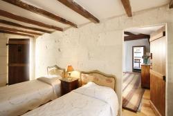 La Porte Rouge - The Red Door Inn, 15 Rue Des Jacobins, 17100, Saintes
