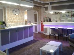 Logis Hotel Le Merle Blanc, 36, Rte De Gueugnon - Neuzy - 3 Km Dir. Autun., 71160, Digoin