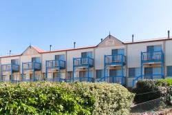 Amos House & Swansea Ocean Villas, 3 Maria Street, 7190, Swansea