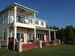 Bluewater Beach House, 72309 Cliffside Drive, N0M 1N0, Grand Bend