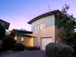 Heather's House by Great Ocean Stays, 3, 12-14 Sweetman Pde, 3226, Ocean Grove
