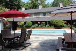 Sunshine Lodge Inn, 679 North Road, V0N 1V0, Gibsons
