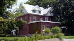 Doctor's House B & B, 25 Yonge St. S., N0H 2N0, Tara
