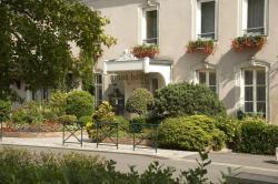 Grand Hôtel de Solesmes, 16 Place Dom Guéranger, 72300, Solesmes