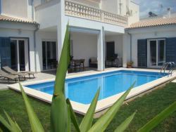 Casa Aina, Carrer de l´Ametler, 64 (Urb Son Floriana), 07560, Cala Bona