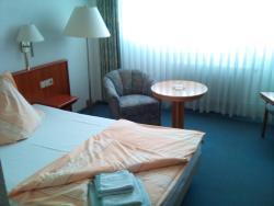 Hotel Trias, Straße der Einheit 29, 06638, Karsdorf