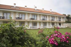 Hotel & Apartamentos La Bolera, AVDA JUAN HORMAECHEA 100, 39195, Isla