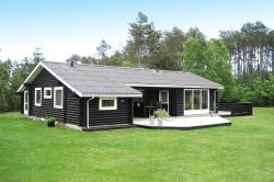 Three-Bedroom Holiday Home Snedkervej 08,  9981, Bratten Strand