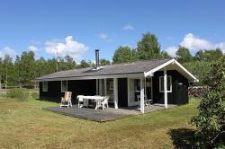 Three-Bedroom Holiday Home Ranunkelvej 03,  9940, Vesterø Havn