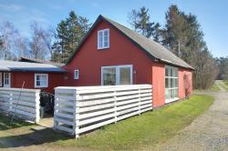 Three-Bedroom Holiday Home Landevej 08,  3730, Langedeby
