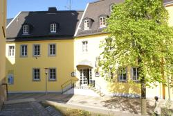 Hotel LOUiS, Martin-Luther-Platz 5, 95100, Selb