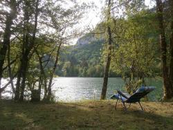 Maison Vacances Pieds Dans L'eau, 4 Route De Coisia, 39240, Thoirette