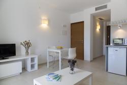 Apartaments Proa Es Pujols ( only adults ), Avenida Barcelona s/n, 07871, Es Pujols