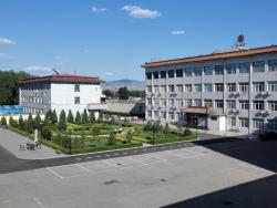 Wutaishan Hotel, No. 47 (East of Intersection), Shahe Town, Fanshi County, 034302, Fanshi
