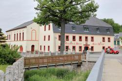 Gasthof und Hotel Roter Hirsch, Am Anger 1, 09236, Claußnitz