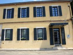 Hôtel Absolu, 11, Promenade du Château, 82100, Castelsarrasin
