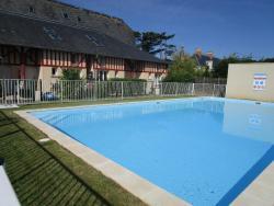 Duplex avec jardin piscine bord de mer, La Ferme Du Bosq, 14520, Commes
