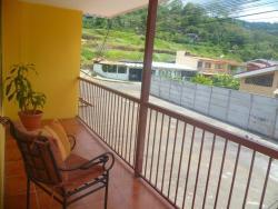 Hostel Aguilar, Avenida 3. Barrio San Cayetano. 150m  Oeste del Colono.,, Turrialba