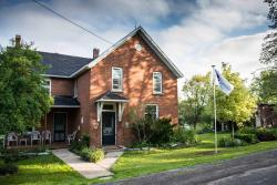 Laura's Bed & Breakfast, 2904 Cloggs Road, K7P 2Z1, Collins Bay