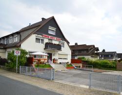 Pension Rote Rosen, Hermann-Löns-Straße 32, 38723, Seesen