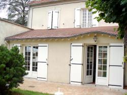 Maison d'Hôtes Villa Brindille, 3 place de la Gare, 77590, Bois-le-Roi