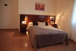 Hotel San Cibrao, Rúa Ricardo Martin Esperanza, 12 - Rúa 1, Polígono de San Cibrao, 32901, San Ciprián de Viñas