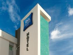 """Hotel ibis budget Lille Englos, Autoroute Lille Dunkerque - C. Cial """"Englos Les Géants"""", 59320, Haubourdin"""