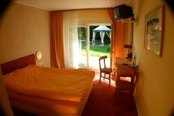 Hotel La Provence Garni, Hanauer Str. 1, 77866, Rheinau