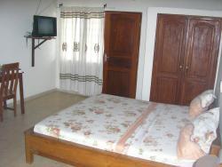 Hotel Village Vacances Assouka, VONS face antenne de relais ORTB(calavi) à côté de l'Université d'Abomey-Calavi,, Abomey-Calavi