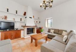 Three-Bedroom Holiday Home in Santa Eulalia del Río I, Carrer Monte Aconcagua, 7849, Cala Llonga