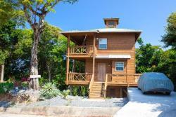Tree House on Linda Vista Drive, Tree House, Linda Vista Dr (Tammarind Drive), West Bay Area , 34101, Coconut Garden