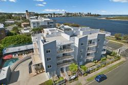 Sandy Shores Luxury Holiday Units, 7 Esplanade, Golden Beach, 4551, Caloundra