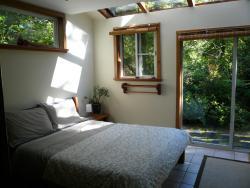Emerald Forest Bed & Breakfast, 1326 Pacific Rim Highway, PO Box 108, V0R 2Z0, Tofino