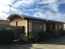 Coast Road Holiday Apartments Geelong, 117 Torquay road ( surfcoast hwy) Grovedale, 3216, Grovedale
